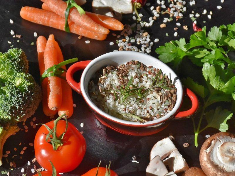 riža, povrće, gljive